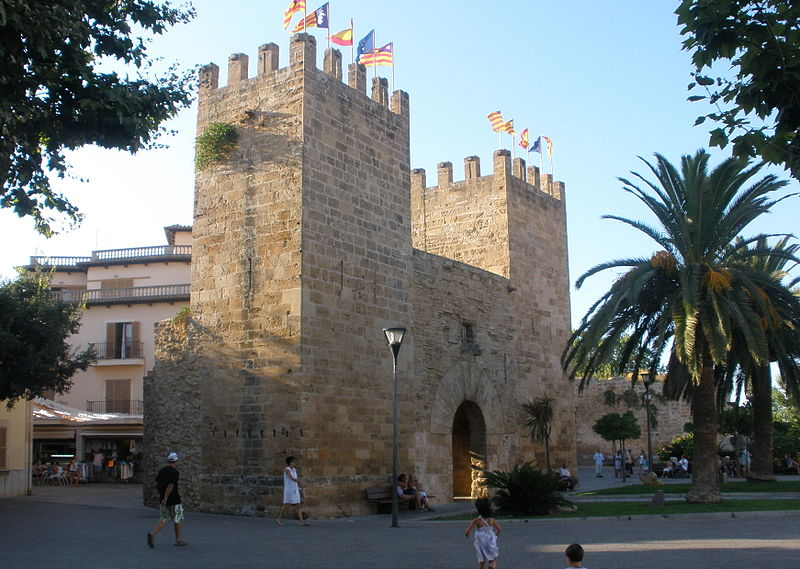 Tour the Ancient Walls of Alcudia