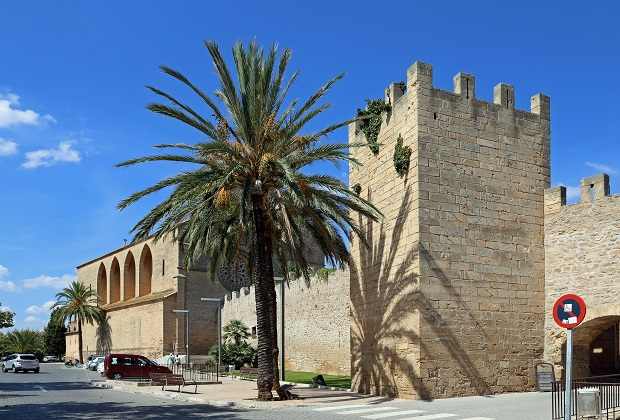 Alcudia City Walls